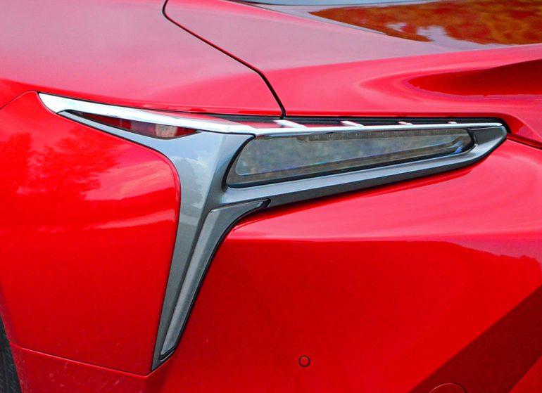2018-lexus-lc500h-tail-light-detail