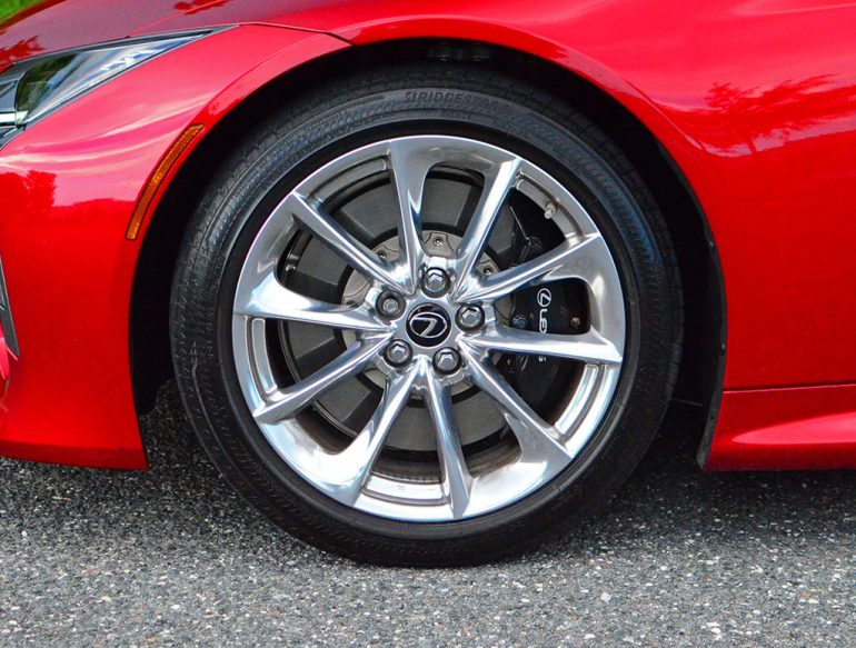 2018-lexus-lc500h-wheel-tire-2