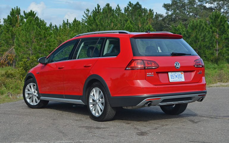 2017-volkswagen-golf-alltrack-rear-1