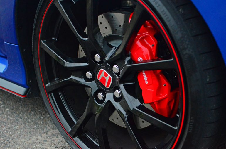 2017-honda-civic-type-r-wheel-tire-2