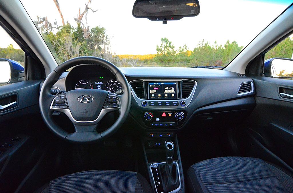 2017 hyundai accent se manual sedan
