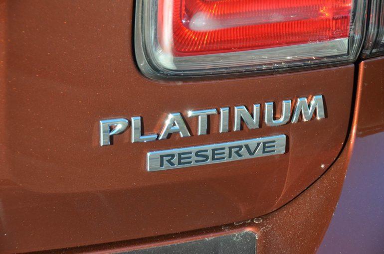 2018-nissan-armada-platinum-reserve-badge