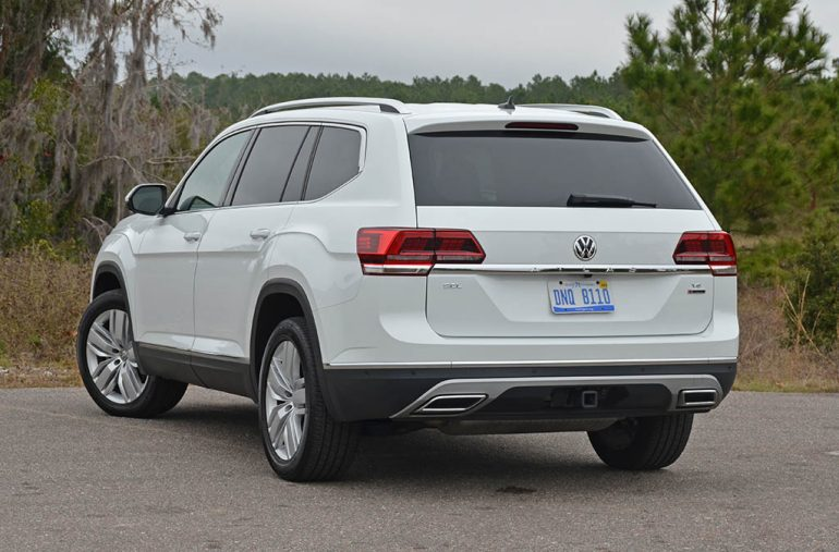 2018-volkswagen-atlas-sel-v6-premium-4motion-rear-1