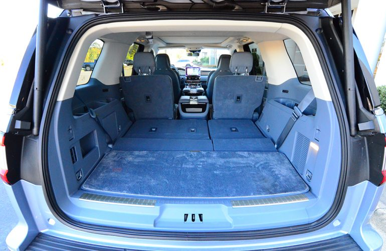 2018-lincoln-navigator-black-label-cargo-third-row-down