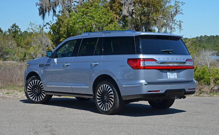 2018-lincoln-navigator-black-label-rear-1