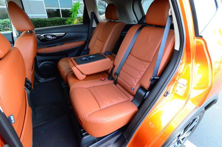 2018-nissan-rogue-sl-awd-rear-seats