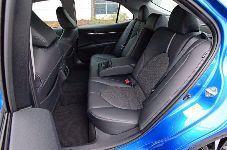 2018-toyota-camry-xse-v6-rear-seats