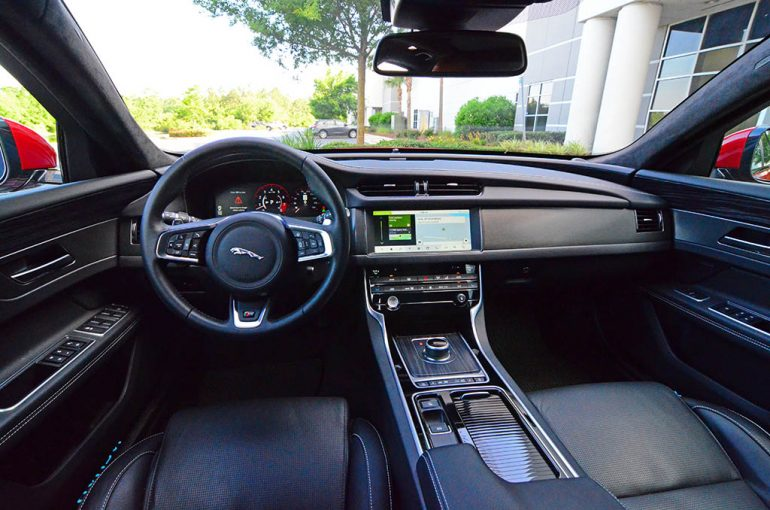2018-jaguar-xf-s-awd-sportbrake-dashboard