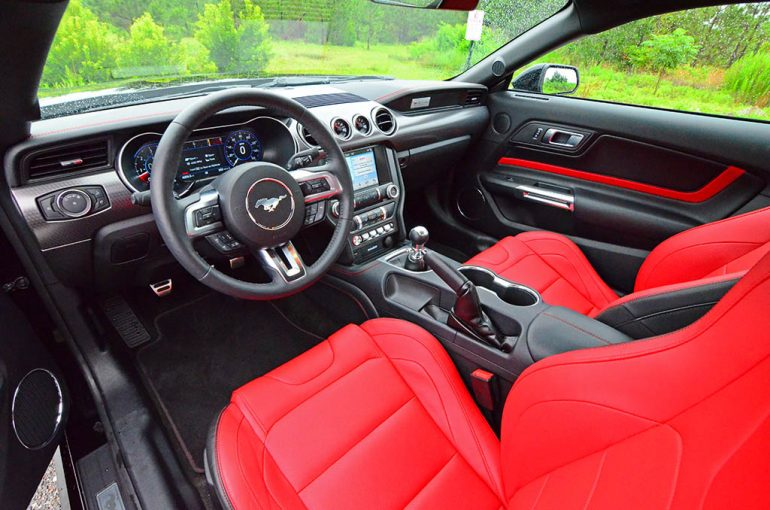 2018-ford-mustang-gt-dashboard