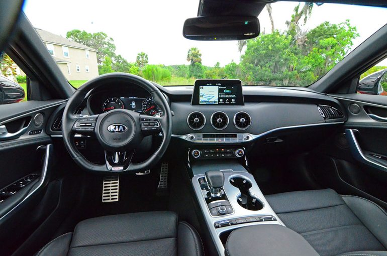 2018-kia-stinger-gt-dashboard