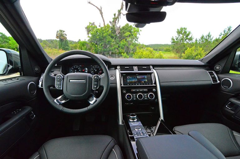 2018-land-rover-discovery-hse-luxury-dashboard