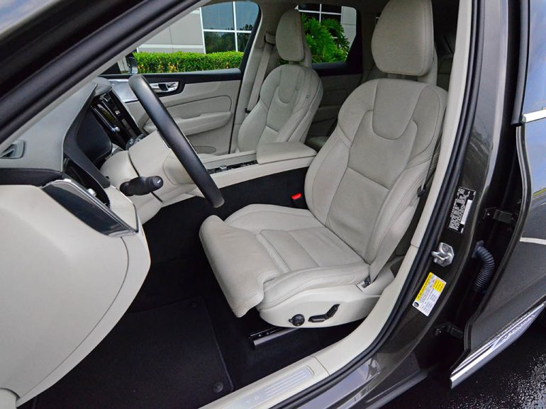 2018-volvo-xc60-t6-inscription-front-seats