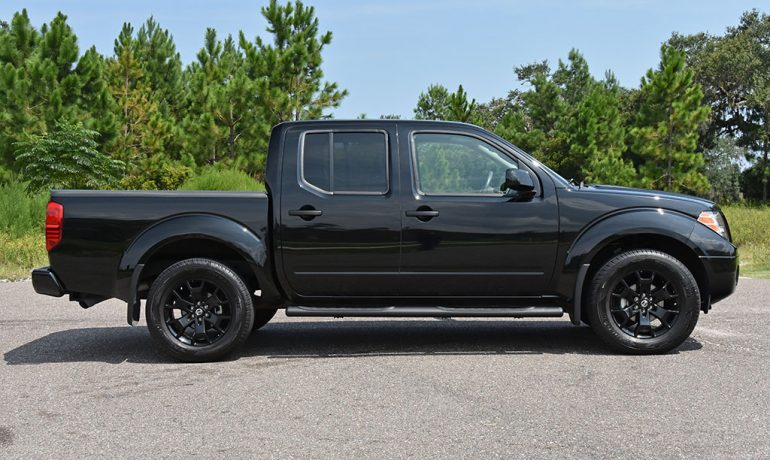 2018 nissan frontier v6 midnight edition 4x4 side