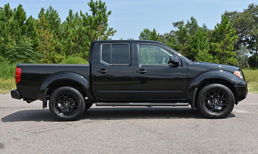 2018 Nissan Frontier V6 Midnight Edition 4x4 Side