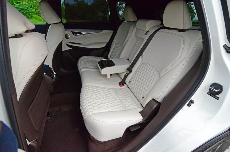 2019 infiniti qx50 back seats