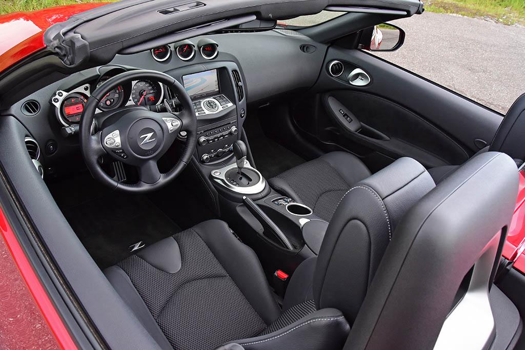 2019-nissan-370z-roadster-interior-dashboard
