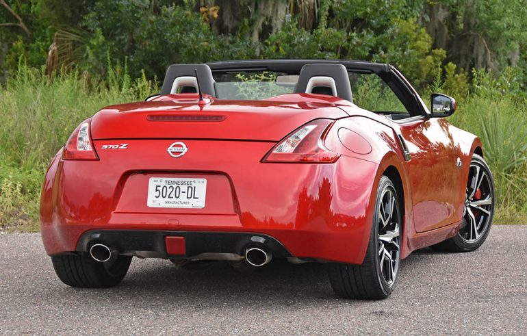 2019 nissan 370z roadster rear