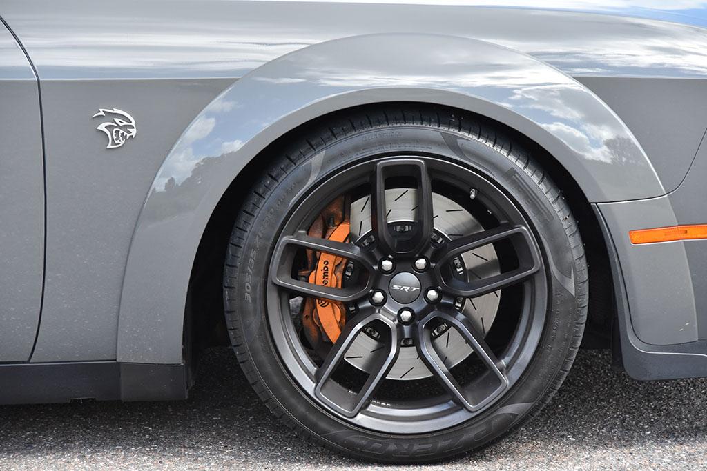 2018-dodge-challenger-srt-hellcat-widebody-wheel-tire-brembo
