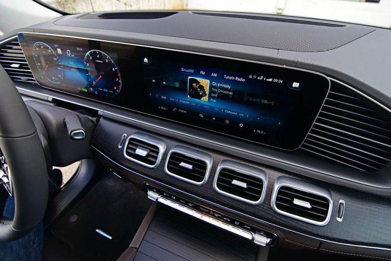 2020 mercedes-benz gle 450 4matic screens