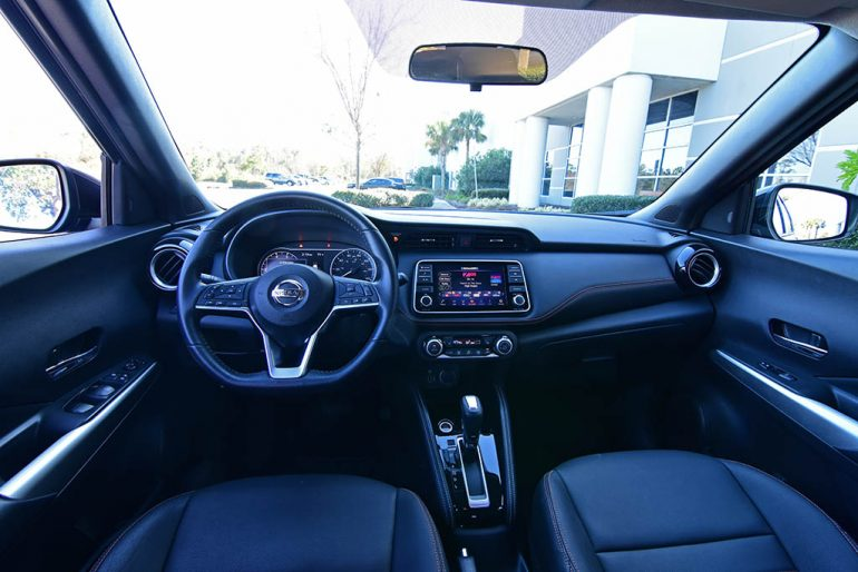 2019 nissan kicks sr interior