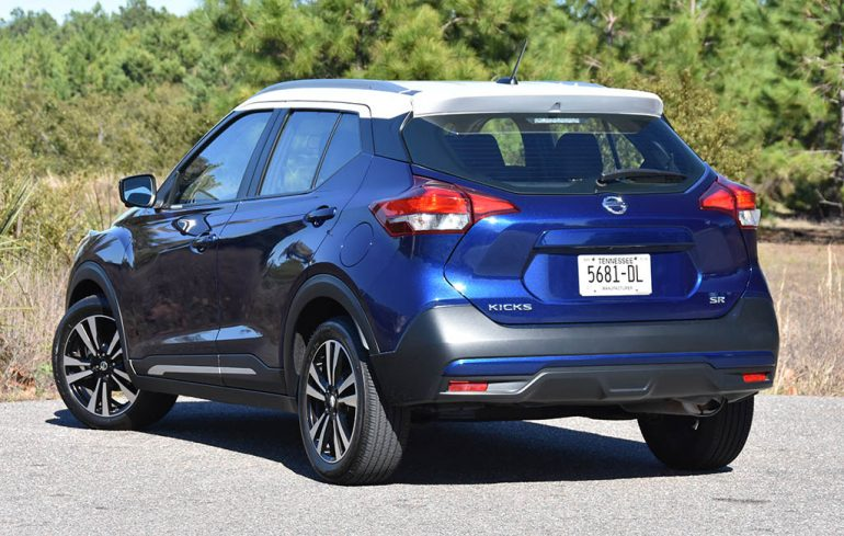 2019 nissan kicks sr rear