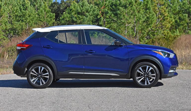 2019 nissan kicks sr side