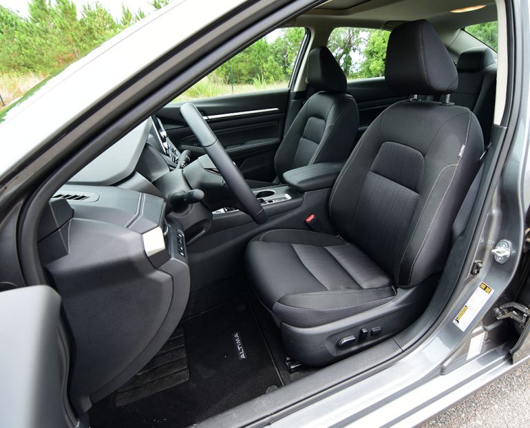 2019 nissan altima sv front seats