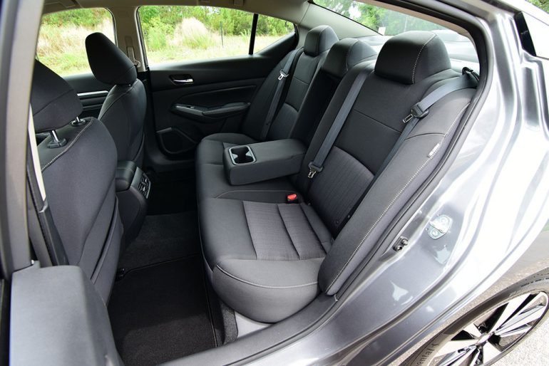 2019 nissan altima sv back seats