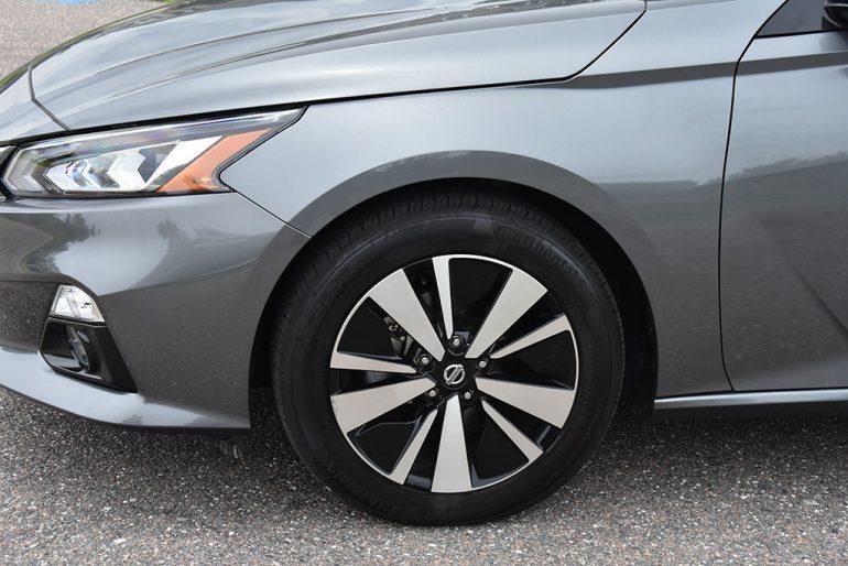 2019 nissan altima sv wheel tires