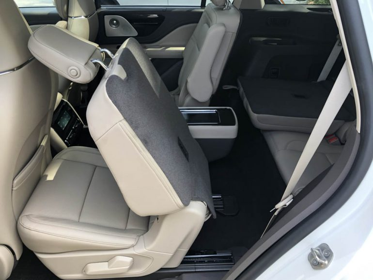 2020 lincoln aviator reserve third row access
