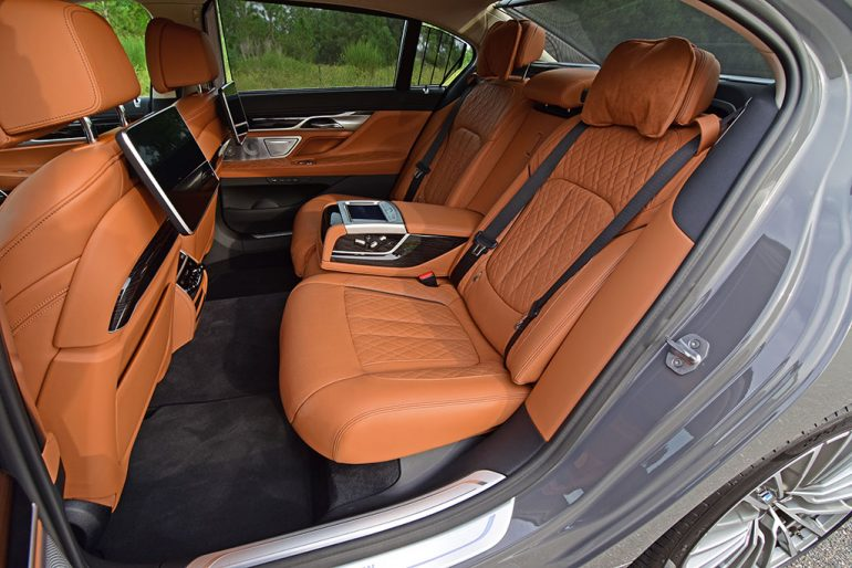 2020 bmw 750i back seats