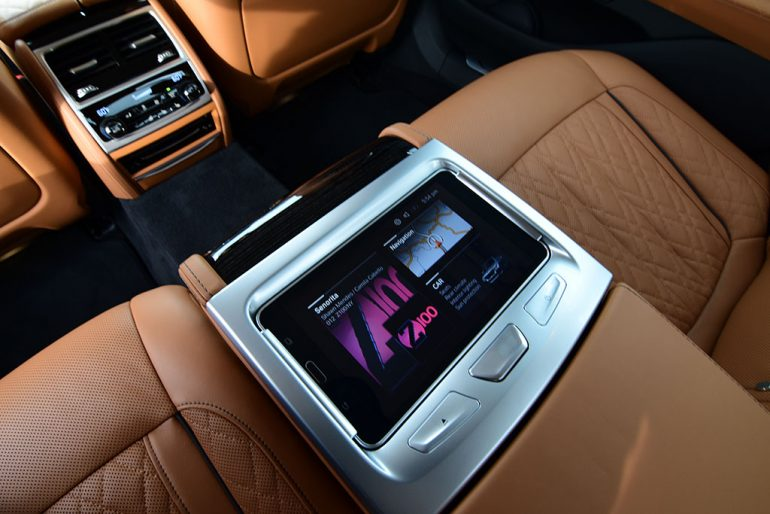 2020 bmw 750i tablet