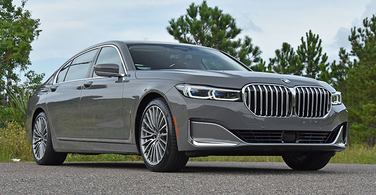 2020-bmw-750i-feature