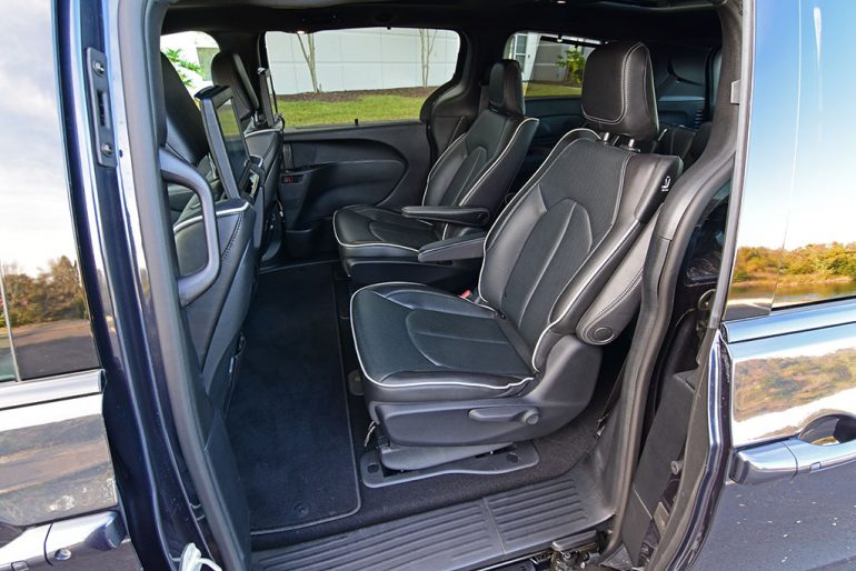 2019 chrysler pacifica hybrid second row