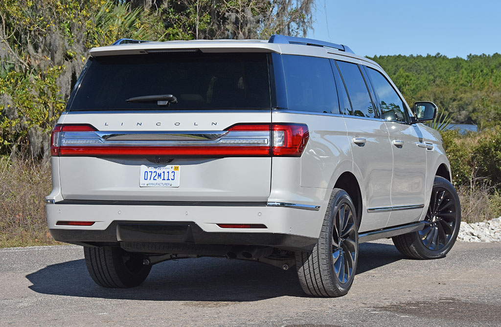 2020-lincoln-navigator-reserve-rear-2 | Automotive Addicts
