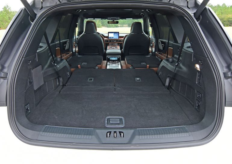 2020 lincoln aviator reserve large cargo