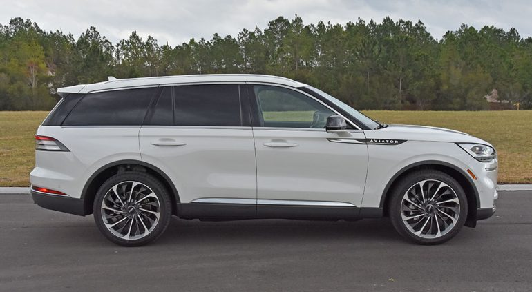 2020 lincoln aviator reserve side