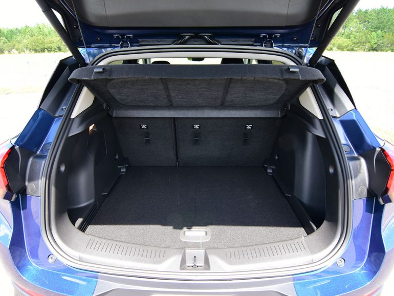 2020 buick encore gx cargo seats in place