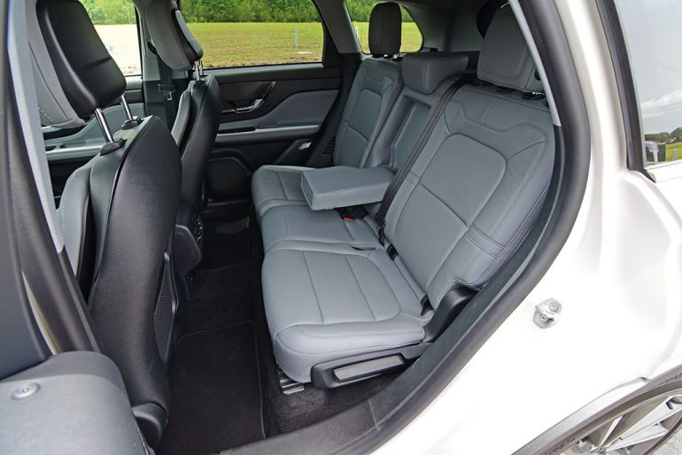 2020 lincoln corsair back seats