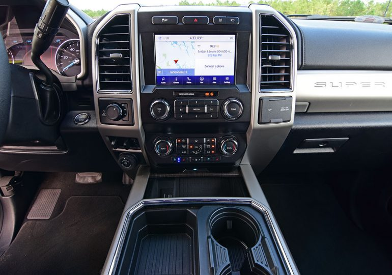 2020 ford f-250 super duty 7.3 V8 gasoline lariat sync screen