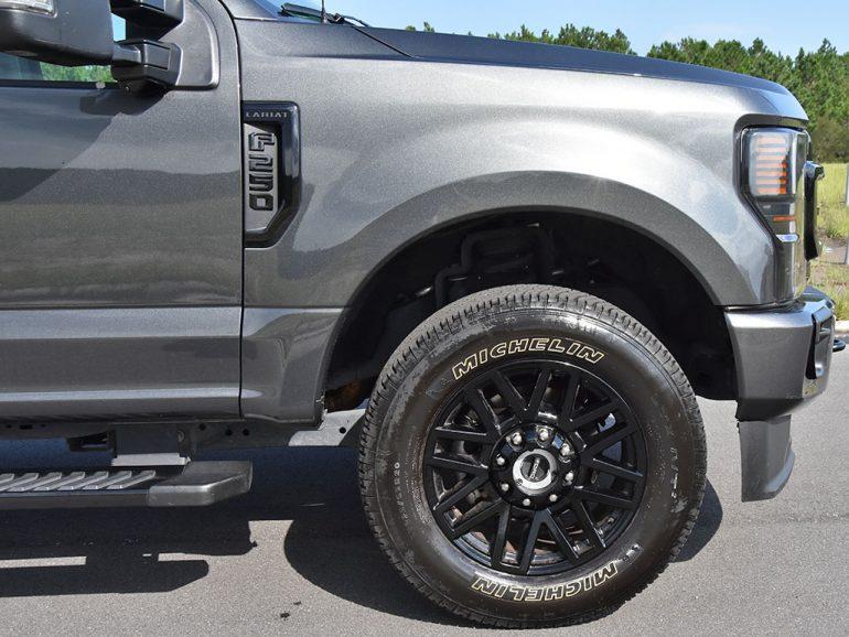 2020 ford f-250 super duty 7.3 V8 gasoline lariat wheel tire