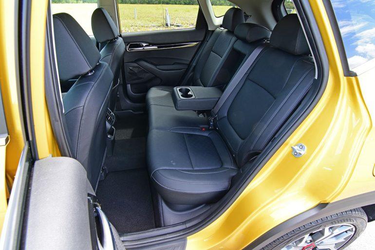 2021 kia seltos sx turbo awd back seats