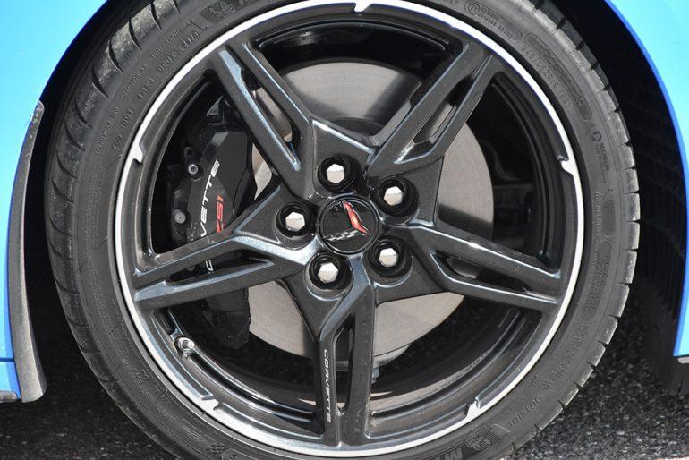 2020 chevrolet c8 corvette stingray convertible wheel tire